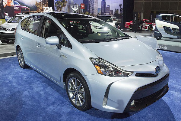 2015 prius v gets a new face and updated cabin insider car news. Black Bedroom Furniture Sets. Home Design Ideas