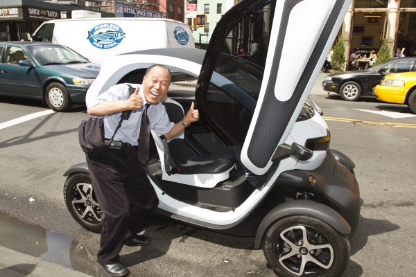 the french are invading with the twizy electric car insider car news. Black Bedroom Furniture Sets. Home Design Ideas