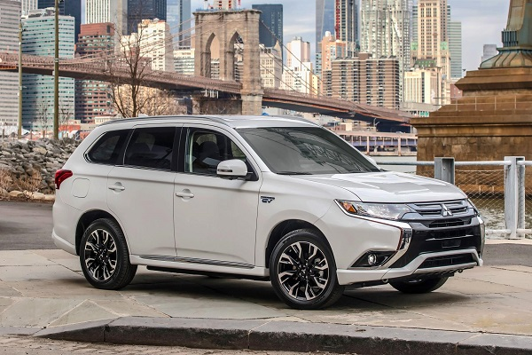 the mitsubishi outlander phev makes its u s debut insider car news. Black Bedroom Furniture Sets. Home Design Ideas