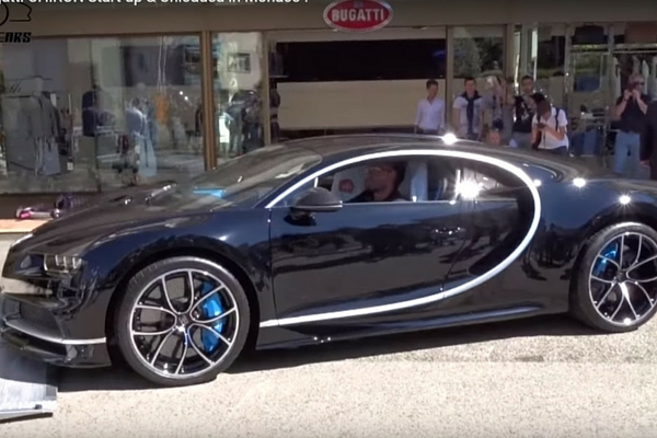 see the first bugatti chiron delivered insider car news. Black Bedroom Furniture Sets. Home Design Ideas