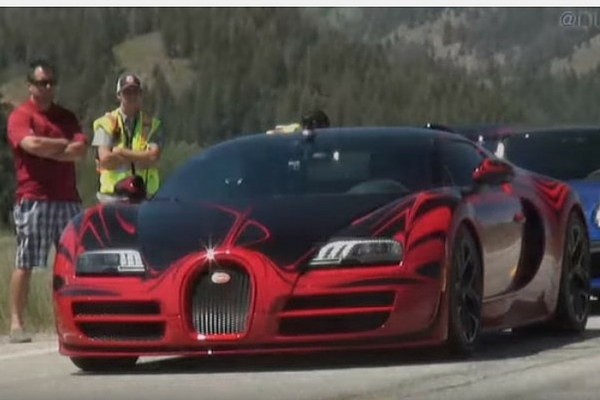 watch a bugatti veyron hit a mere 230 mph insider car news. Black Bedroom Furniture Sets. Home Design Ideas
