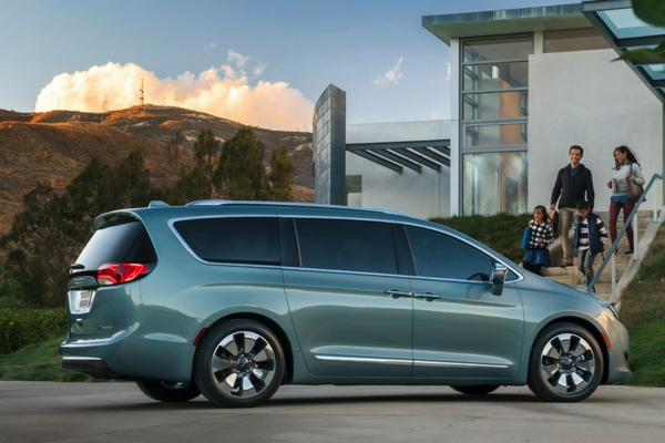 first chrysler pacifica hybrid reviews come in insider car news. Black Bedroom Furniture Sets. Home Design Ideas