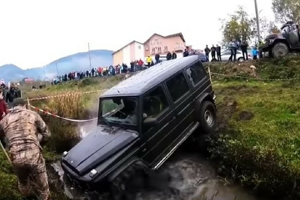 Mercedes-AMG G63 off-roading